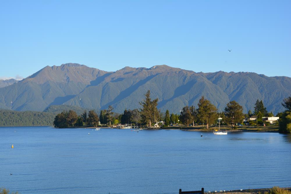 Lake Te Anau (5 min walk)